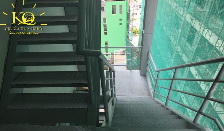 Thang thoát hiểm tòa nhà The Galleria Office Building