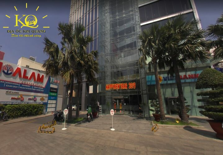 Khuôn viên phía trước tòa nhà hạng a Lim Tower 2