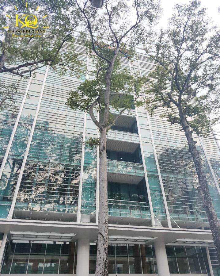 Bên ngoài tòa nhà Báo Sài Gòn Giải Phóng Building