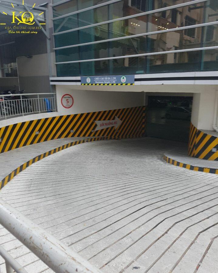 Lối xuống hầm gửi xe Báo Sài Gòn Giải Phóng Building
