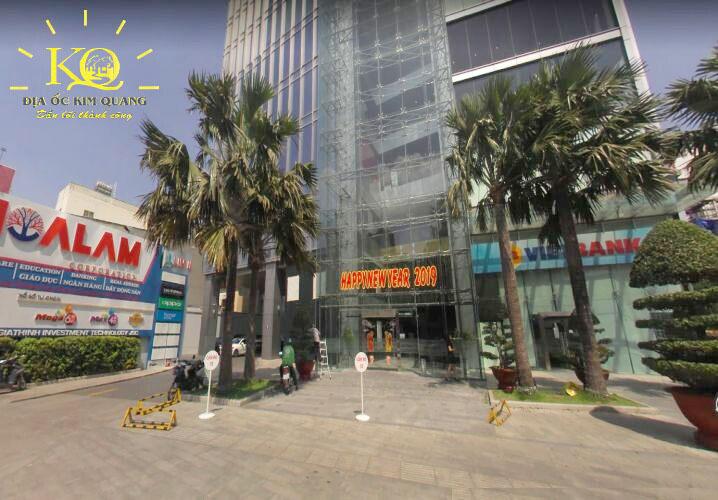 Phía trước tòa nhà Lim Tower 2