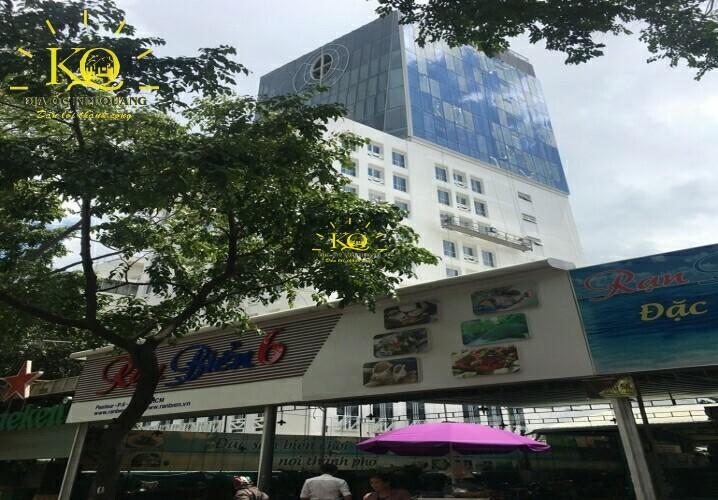 Phía trước tòa nhà Princess Nam Phương