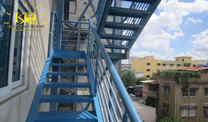 Thang thoát hiểm tại tòa nhà Sông Đà Tower