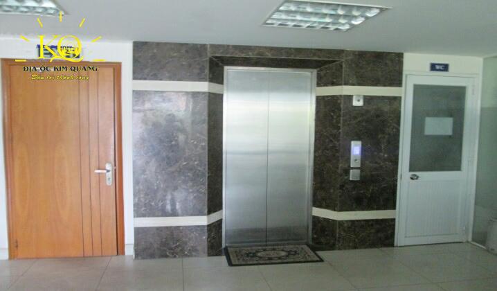 Khu vực thang máy tại tòa nhà T&C Holding building