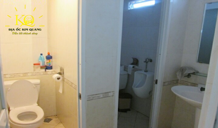 Toilet tại tòa nhà T&C Holding building