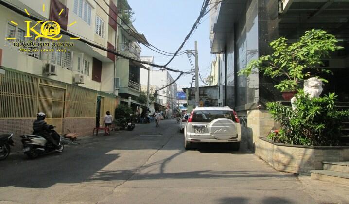 Con đường phía trước tòa nhà T&C Holding building