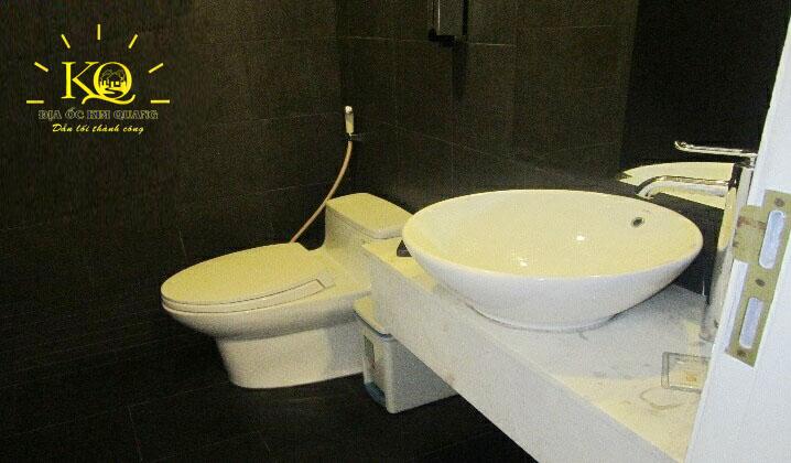 Toilet bên trong Minh Phúc Office building