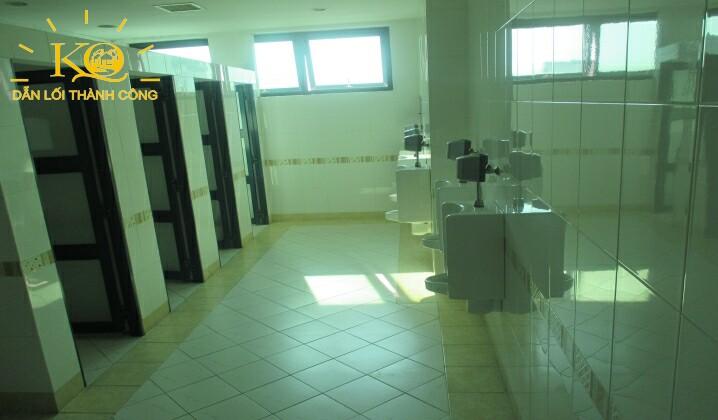 van-phong-cho-thue-quan-tan-binh-scetpa-building-hinh-chup-toilet-toa-nha-dia-oc-kim-quang-8
