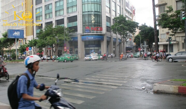 van-phong-hang-a-continental-tower-3-con-duong-phia-truoc-toa-nha-dia-oc-kim-quang