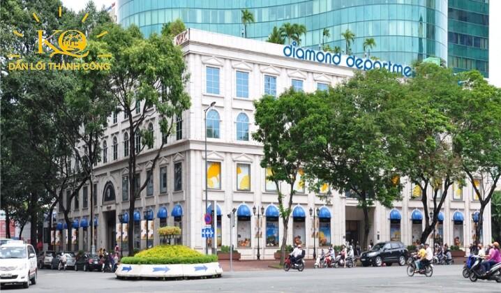 van-phong-hang-a-diamond-plaza-2-khuon-vien-phia-truoc-toa-nha-dia-oc-kim-quang