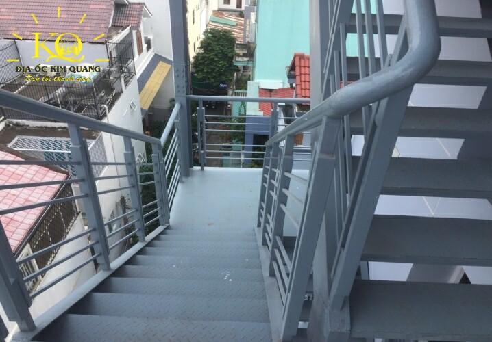 Thang thoát hiểm Nguyễn Trọng Tuyển Building