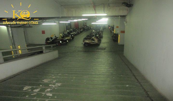 Hình chụp lối xuống hầm gửi xe