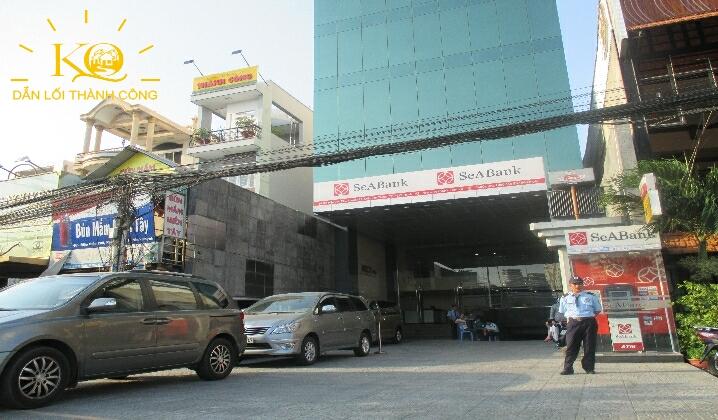 Hình chụp phía trước tòa nhà