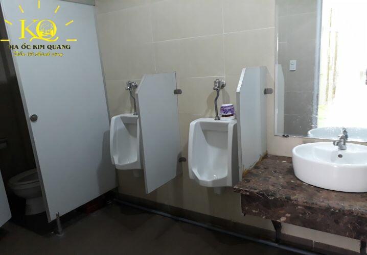 Toilet tại Pasteur Building